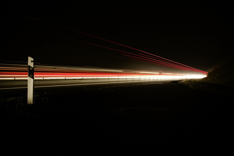 Markus Spiske - Autobahn bei Nacht